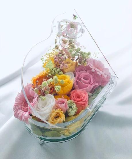 【プリザーブドフラワー/グランドピアノシリーズ】HAPPYな明るいメロディーを奏でる花たち(フラワーケースリボンラッピング付き)