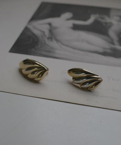 VTG gold earring  monet
