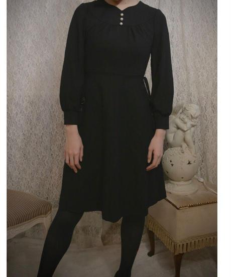 VTG pearl accessory  black dress