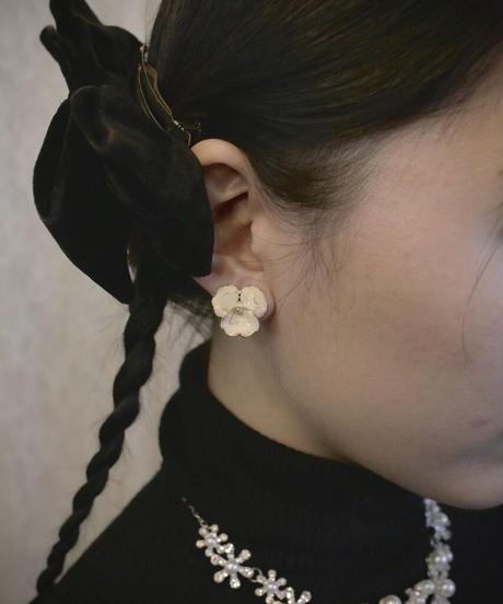 VTG enamel flower earring