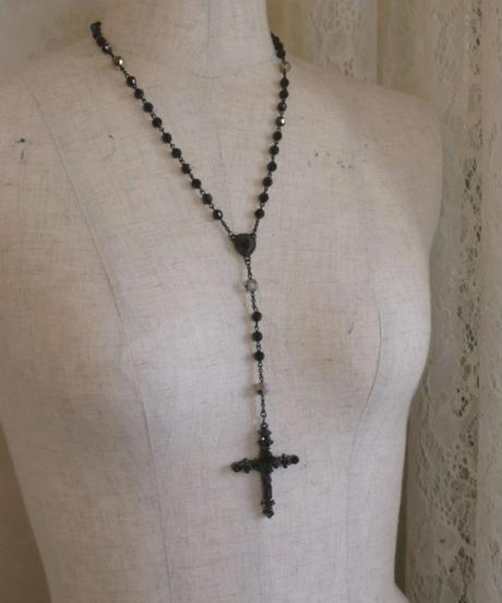 "french vintage""une ligne""  swarovski pendant black rosary"