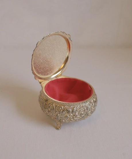 lady motif  metal jewelry box