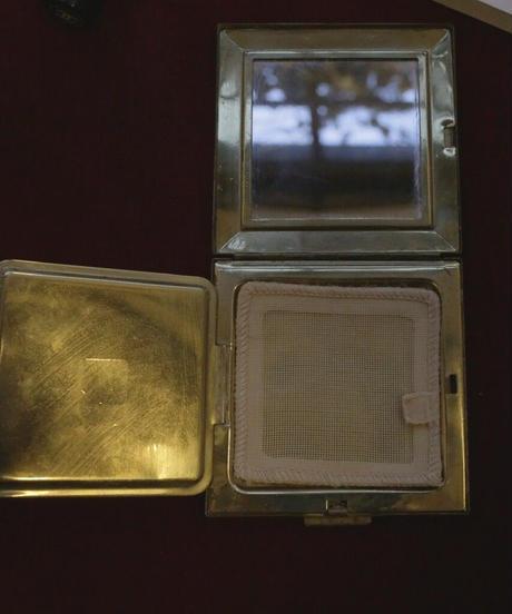 ATQ petit point compact mirror