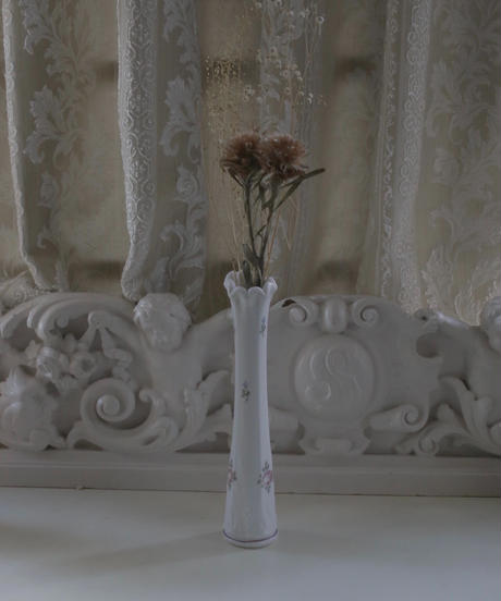 VTG  handpainted milk glass vase