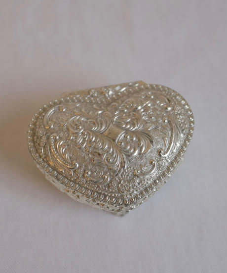 heart motif metal jewelry box