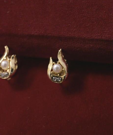 VTG gold pearl motif earring
