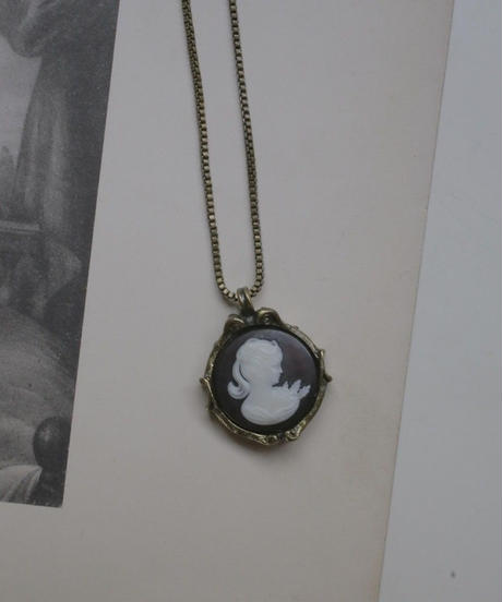 VTG blood color cameo necklace