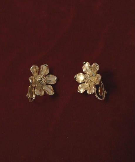 VTG gold flower earring
