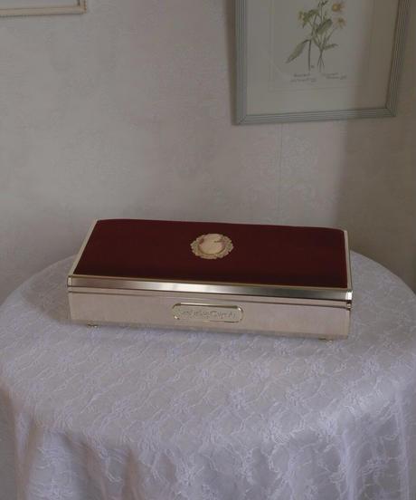 velvet & cameo jewelry box