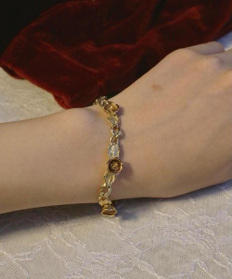"""VTG """"AVON"""" rose motif bracelet"""