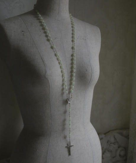 VTG white night light beads rosary