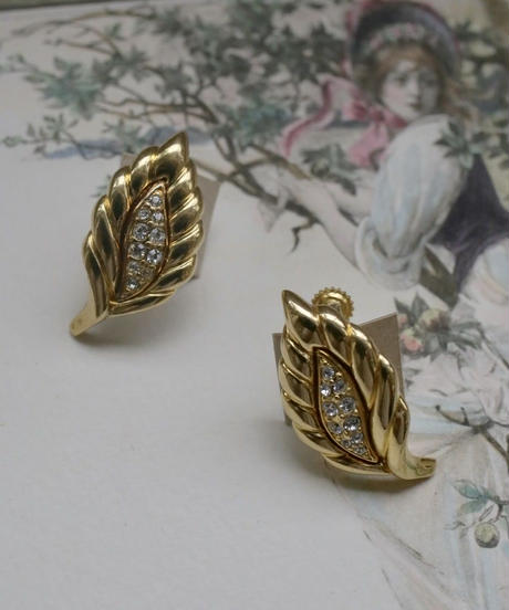 AVON limited leaf earring