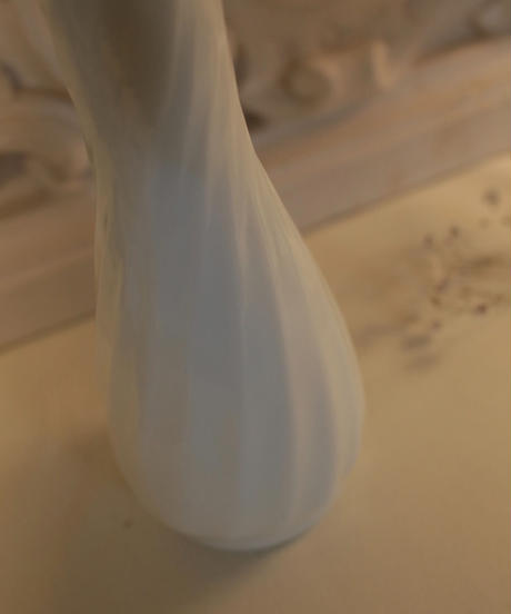 VTG milk glass flower vase 2