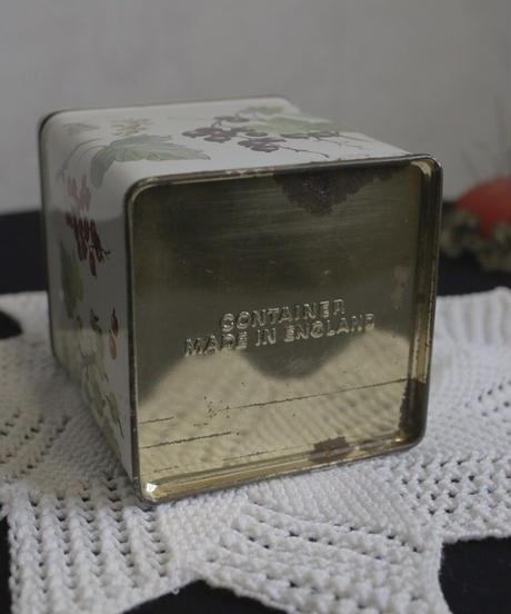 ATQ  UK botanical tin box