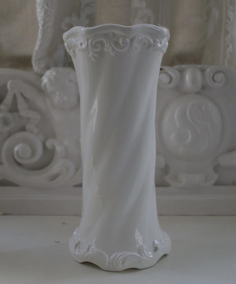 VTG white porcelain flower vase