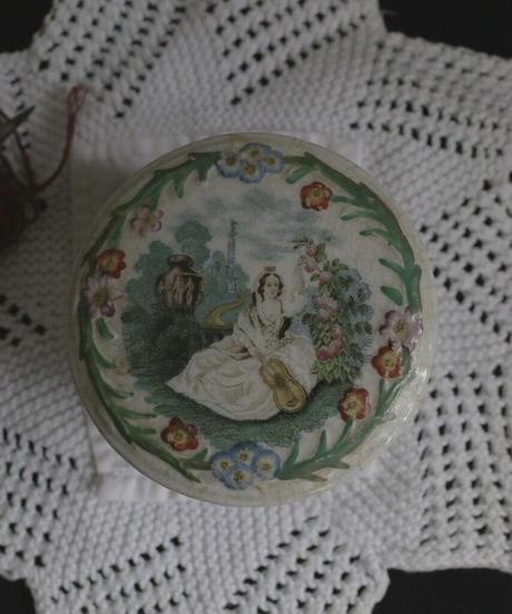 ATQ  porcelain mini box