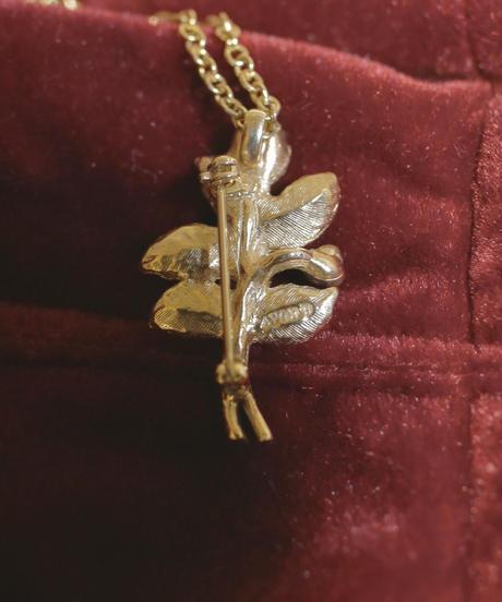 """VTG """"AVON"""" rose motif pendant"""
