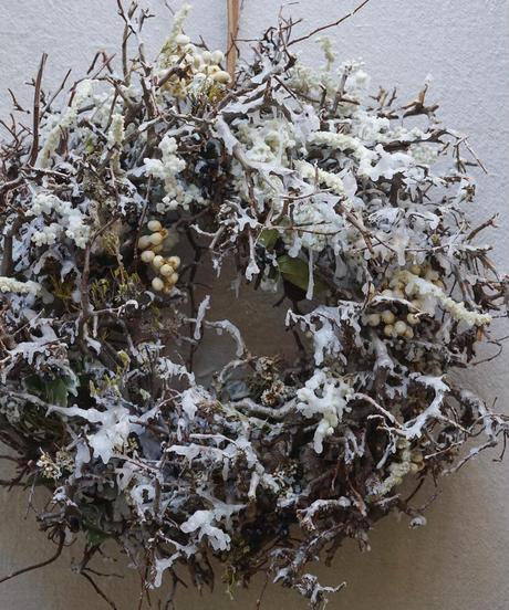 雪とつららのリース 白