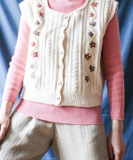 【Seek nur】Tyrol Flower Embroidery Knit Vest