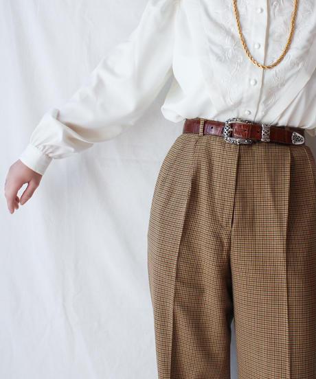 【Seek nur】Euro Embroidery White Blouse
