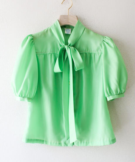 【tiny yearn】Euro Bowtie Puffsleeve Blouse