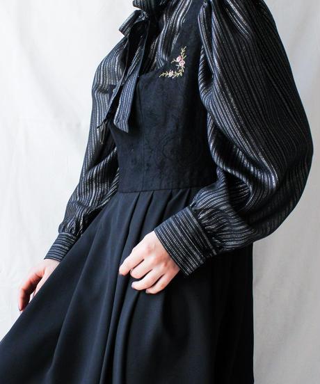 【Seek nur】Euro Metallic Stripe Bowtie Blouse