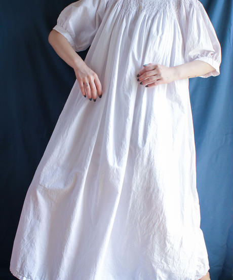 【Seek nur】Smocking Design White Dress