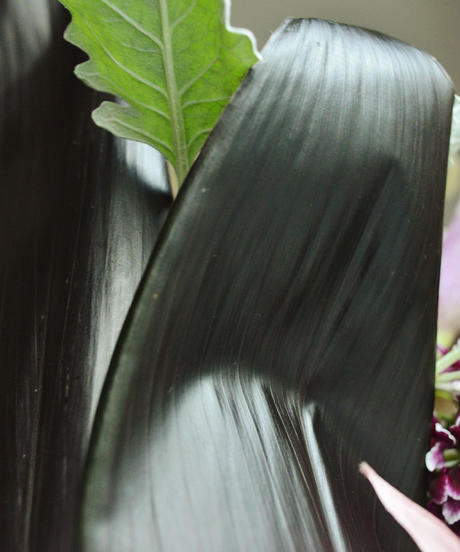 【TYPE2】葉でラッピングしたカラーのモダンアレンジメント