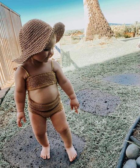 fini.   straw hat - natural  Ladies size