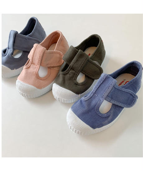 Cienta   Tstrap shoes