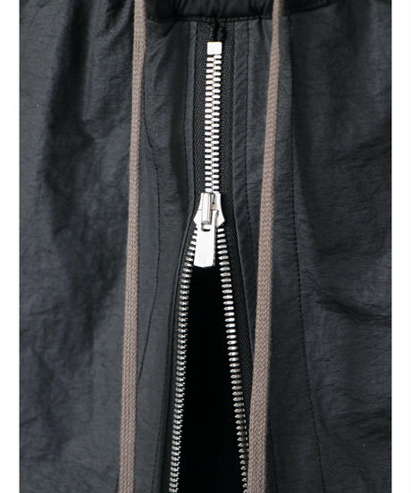 A.F ARTEFACT / ag-4044 /  Layered Row Crotch Trousers / BLACK