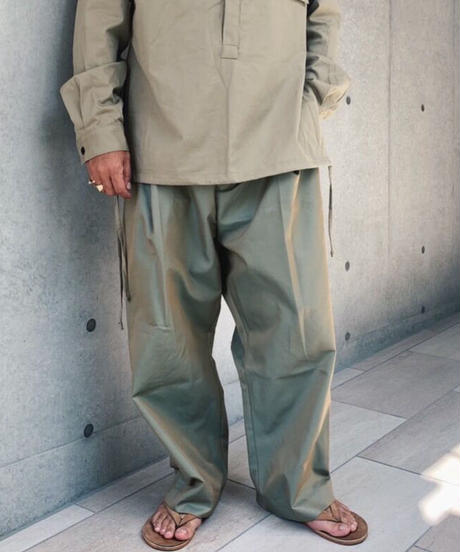 NESHU Wide tuck pants