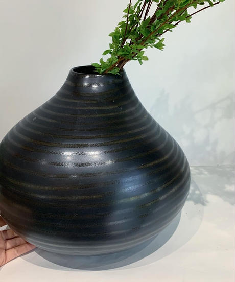 flower vase / ceramic dark brown