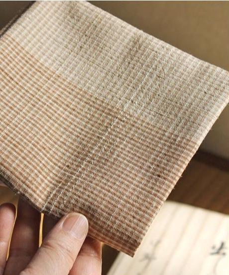 紬織出袱紗 – 桜染微塵格子「井戸有楽」