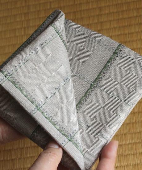 紬織出袱紗 – 「古城」