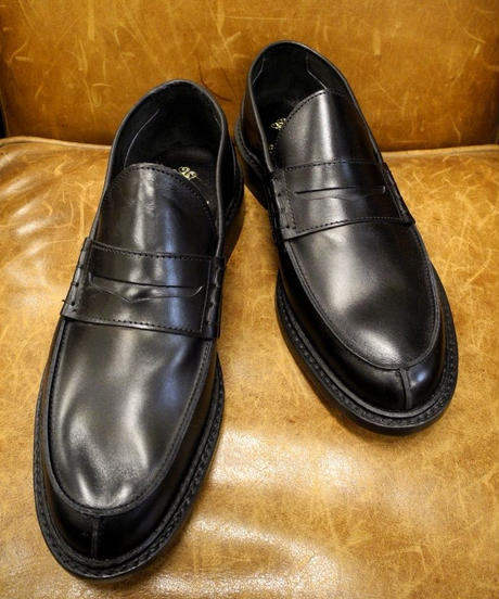 18.43 Rejected Tricker's / Black / Unlined Loafers / Leather Sole / Size 5 half
