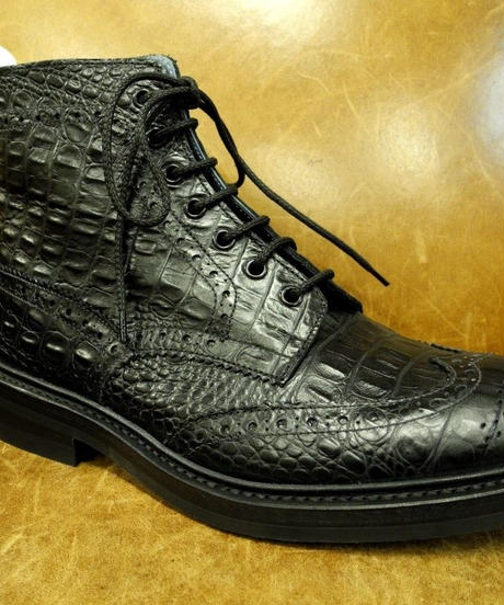 18.05 Rejected Tricker's / Black Embossed Leather  / Country Brogue Boots / Daintie W Sole / Size 6h