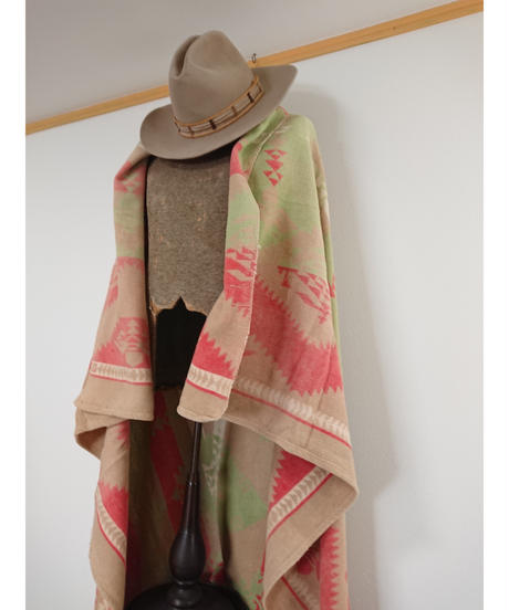 60s~70s  Native pattern  beige blanket.