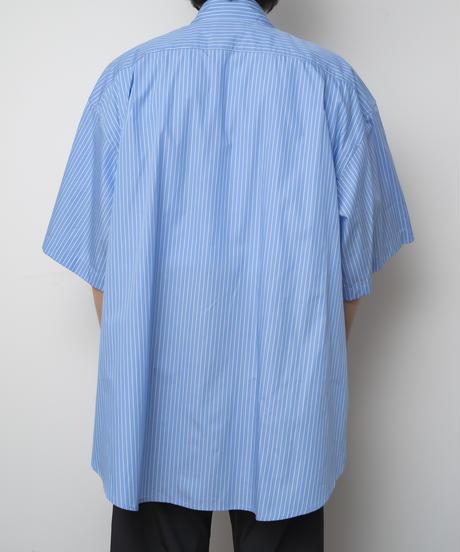 【4.27[tue] 20:00‐ PRE‐ORDER】FINX COTTON EXTRA WIDE HALF SLEEVE SHIRT  (BLUE STRIPE)