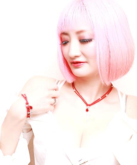 【Hiina Rose】/クロス×スノークリスタル スエード ブレスレット(マット・レッド)