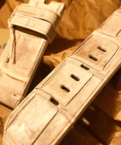クロコダイル  ホワイト 26mm-26mm. CRO-10
