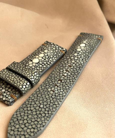 スティングレイ レザー 腕時計ベルト グレー (ラグ幅24mm - バックル幅22mm)  sti-15