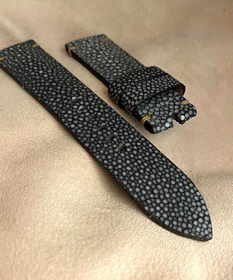 スティングレイ  腕時計ベルト ブラック (ラグ幅22mm - バックル幅20mm)  sti-33