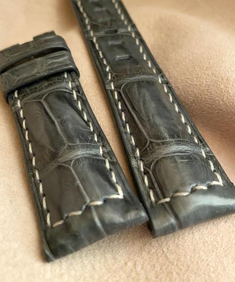 クロコダイルレザー 腕時計ベルト グレー (ラグ幅22mm - バックル幅20mm) cro-357