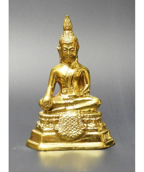 タイの曜日仏陀 毎日