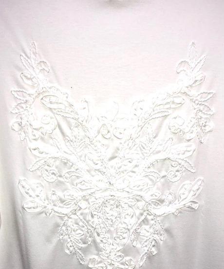 Bennu(ヴェンヌ)  120710110 / Back Embroidery Hem Step Round Tee