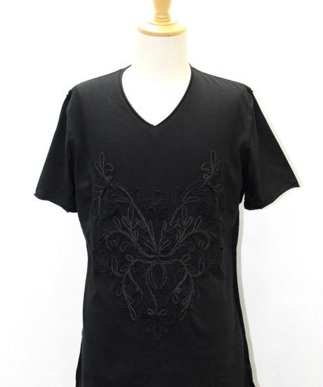 Bennu(ヴェンヌ)  120610101 / Embroidery cut-off V-neck T-shirts