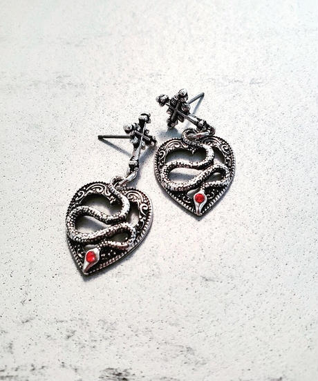 Heart Snake Pierce