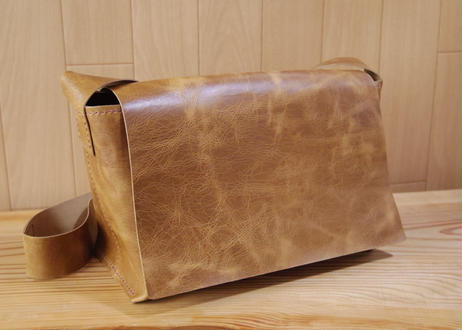 【桜井様オーダー品】ラクダ革の横型ショルダーバッグ  のコピー