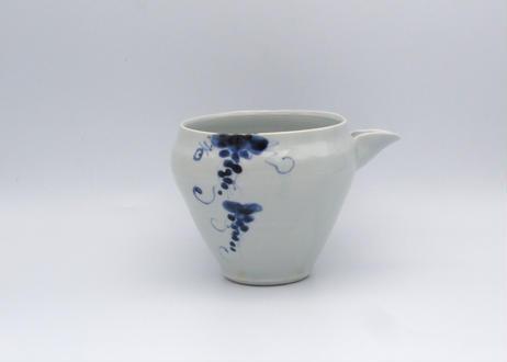 松尾貞一郎 染付磁器ブドウ紋の片口